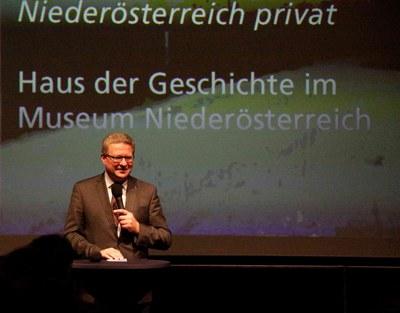 Hermann Dikowitsch bei der Eröffnung des Symposiums